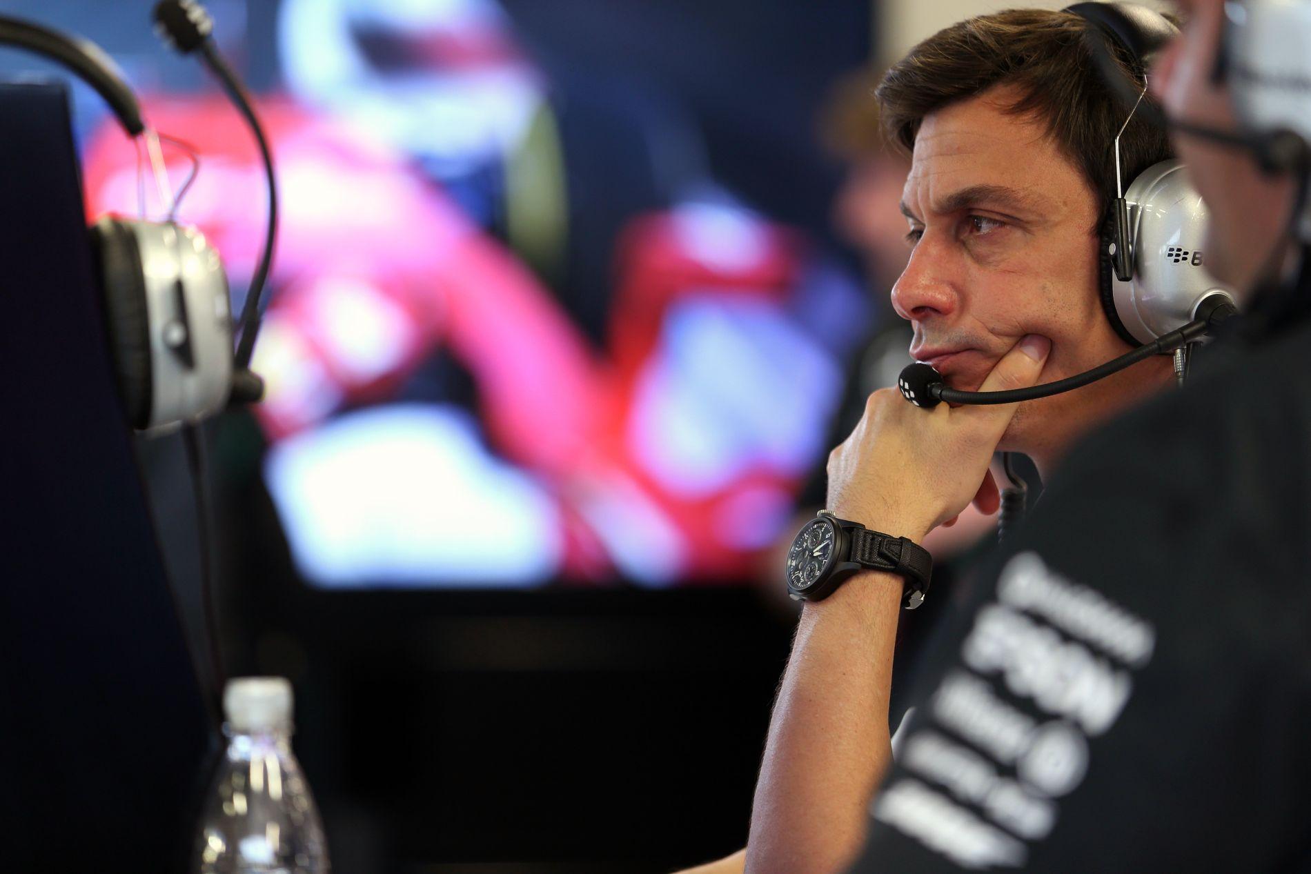 Csak óvatosan az összeesküvésekkel, a Mercedes sportvezetője is gondolt már ilyesmire
