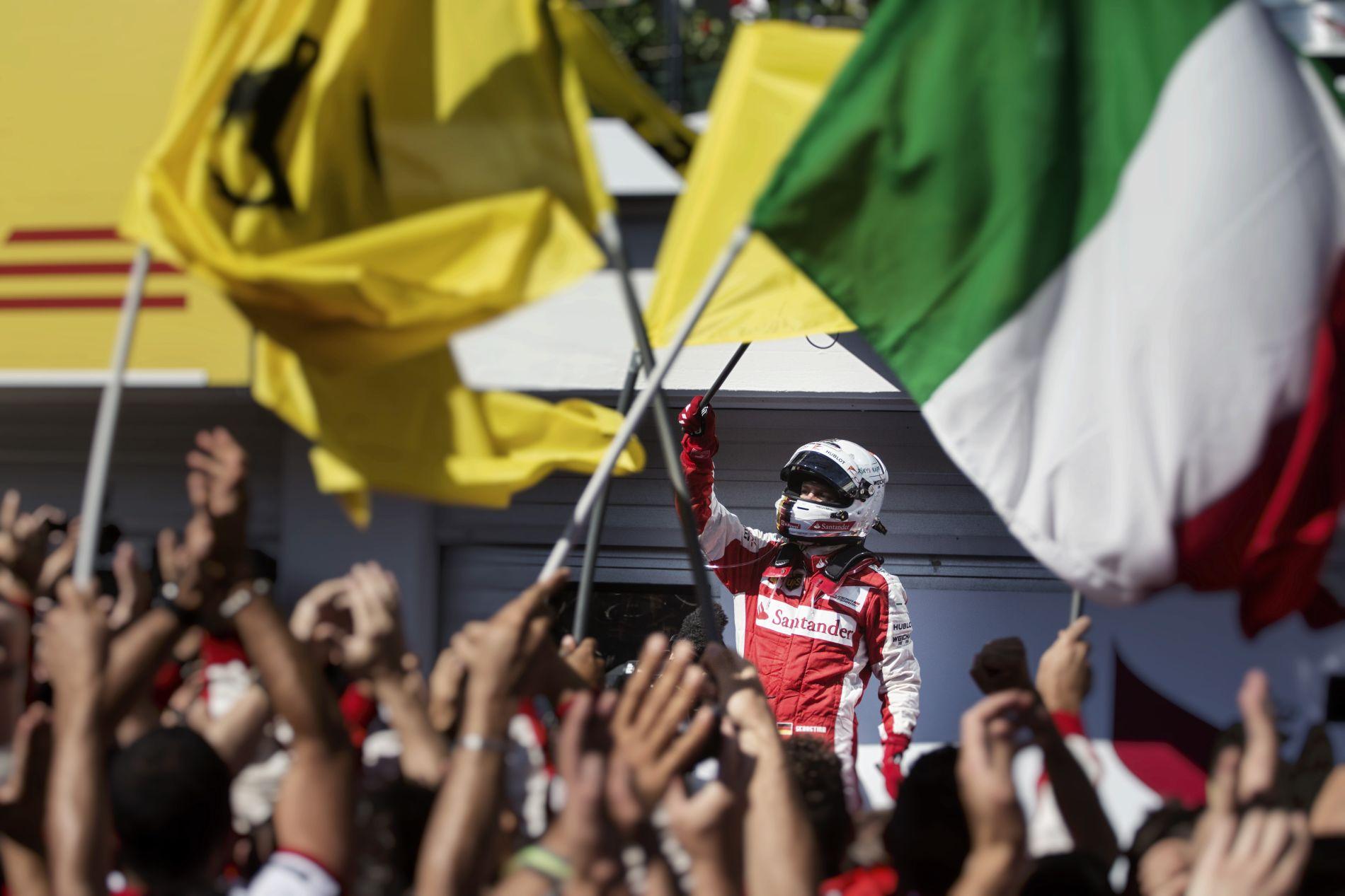 Vettel azon lesz, hogy Spában is dühítse a Mercedeseket