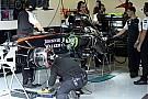 Cserebere a McLarennél: Alonso Button kasztnijában, utóbbi új köntöst kap Silverstone-ra