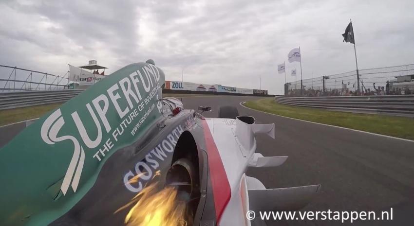 """Igazi tűzokádó sárkányt vezetett Jos Verstappen: """"lángol"""" a Cossie-szív"""