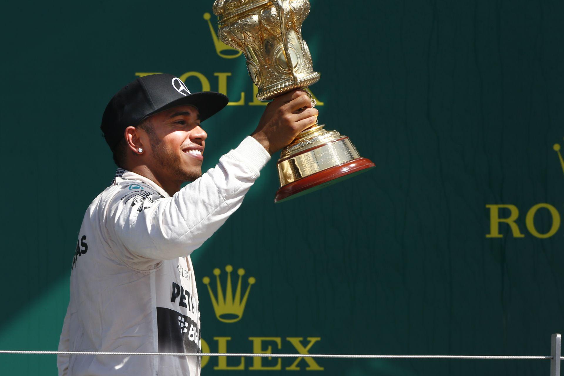 Hihetetlenül nagy embertömeg és Hamilton-győzelem Silverstone-ban: Képgaléria