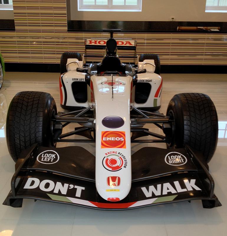 22 millió forintért árulják Jenson Button egykori F1-es Hondáját