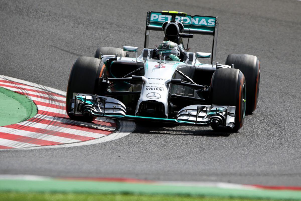 Hamilton mindenre felkészült, Rosberg megtalálta azt a 7 ezredet Szingapúrból