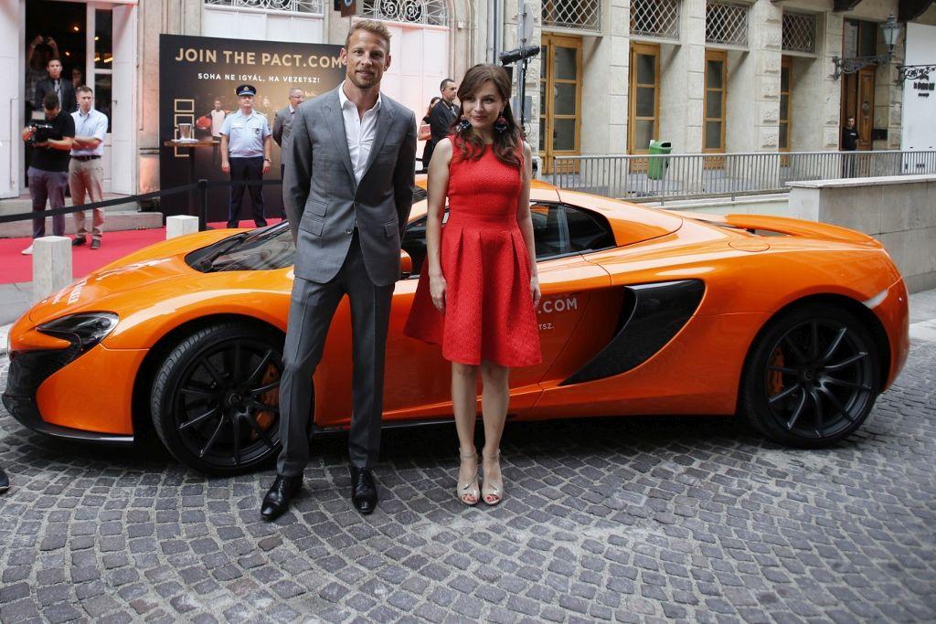 Jenson Button, a McLaren Honda Forma 1-es csapat pilótája további 10 000 csatlakozót vár idén