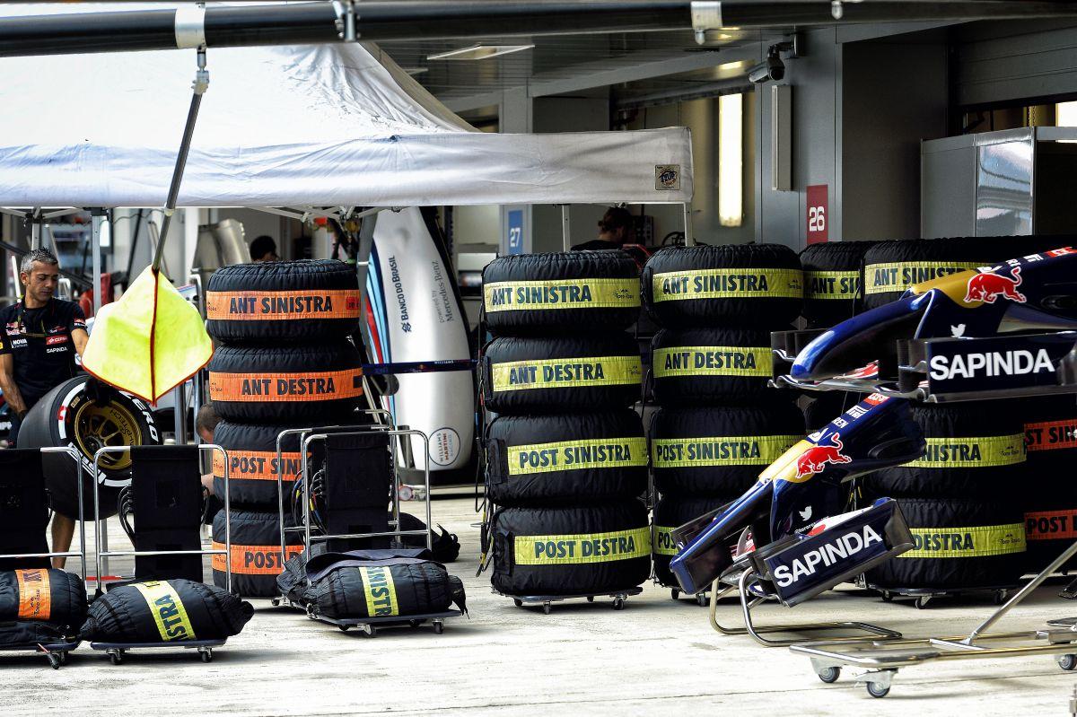 Furcsa dolog történt a Williamsnél: a gumipaplan megfőzte Bottas abroncsait