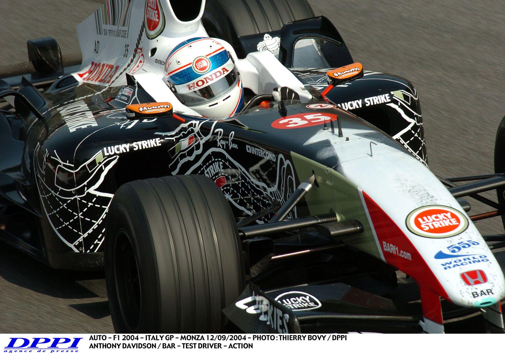 Mindig ilyen motorhangra akarunk ébredni: Davidson, Kanada, 2004