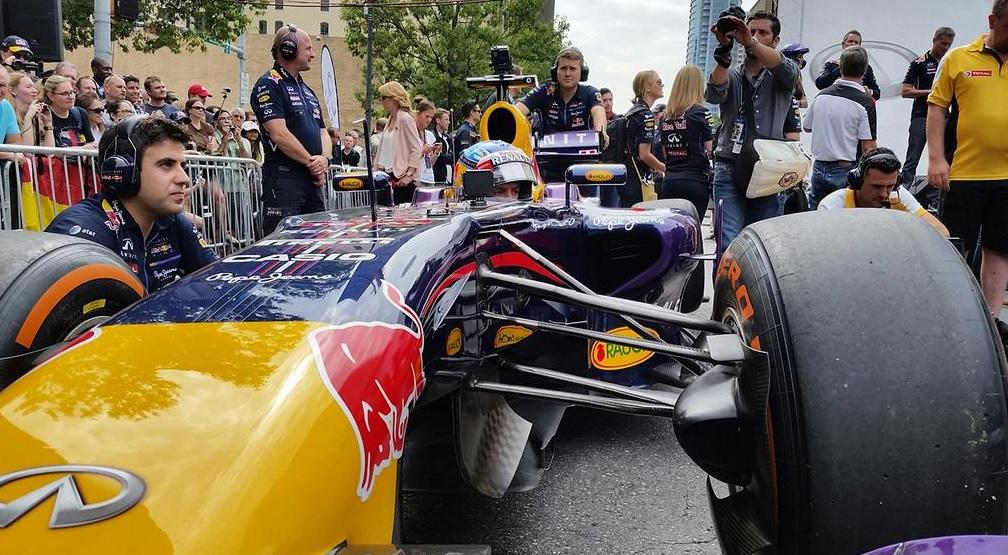 Vettel felrázta Austin utcáit: Ez sem V6 turbó… Még szerencse!