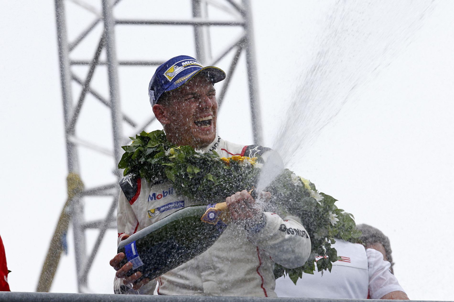 Sörtől és pezsgőtől bűzlött Hülkenberg overálja Le Mansban