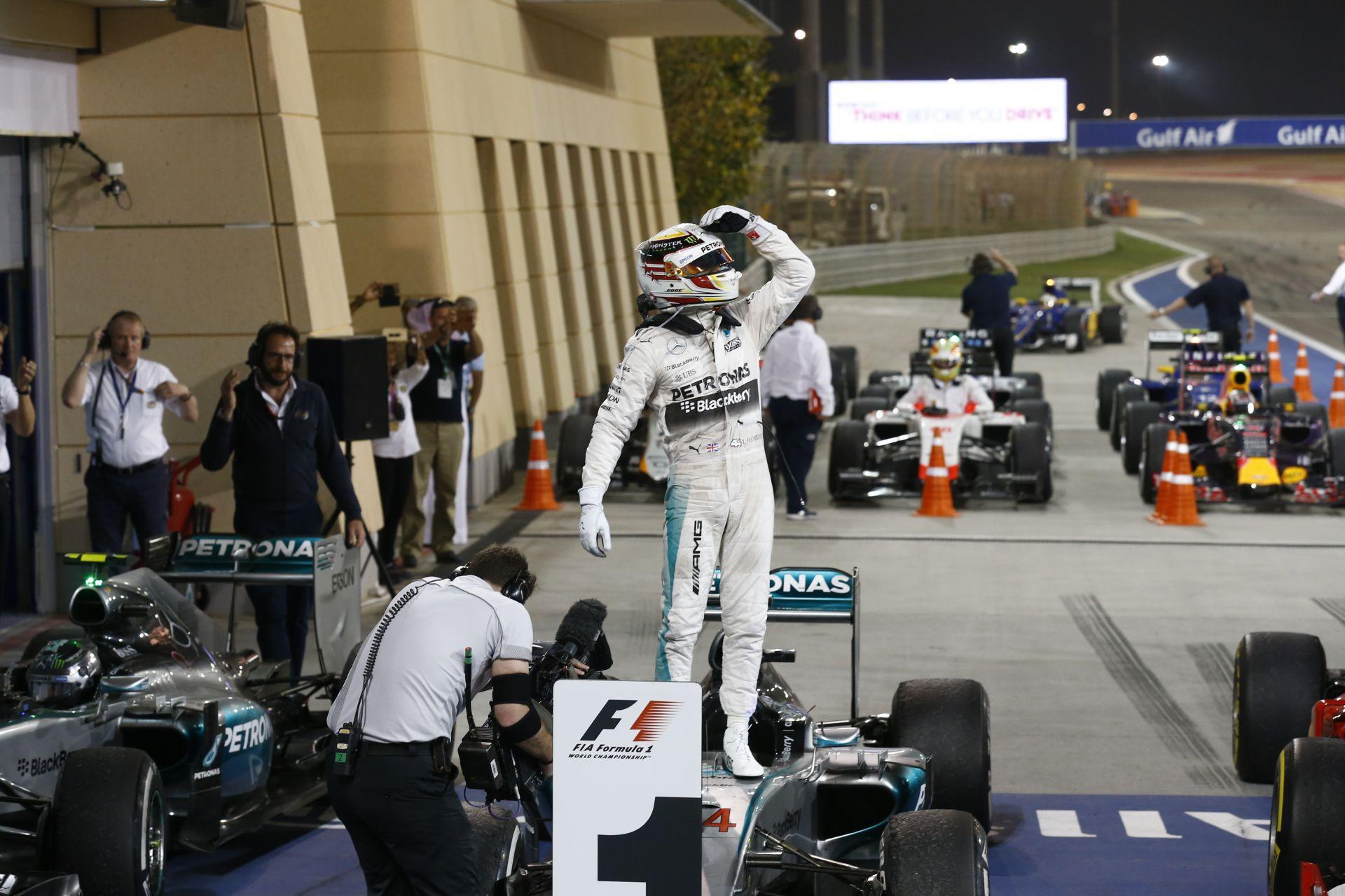 A Mercedes szándékosan nem veri rommá a Ferrarit és a többi F1-es csapatot?