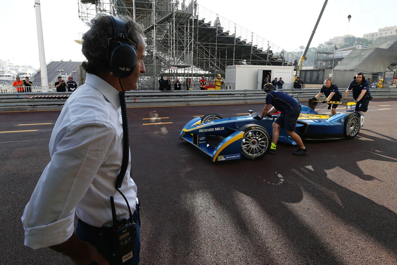Nagyobb gondja van az F1-nek, mint az újratankolás: kevesebb futam, jobb rádiózás
