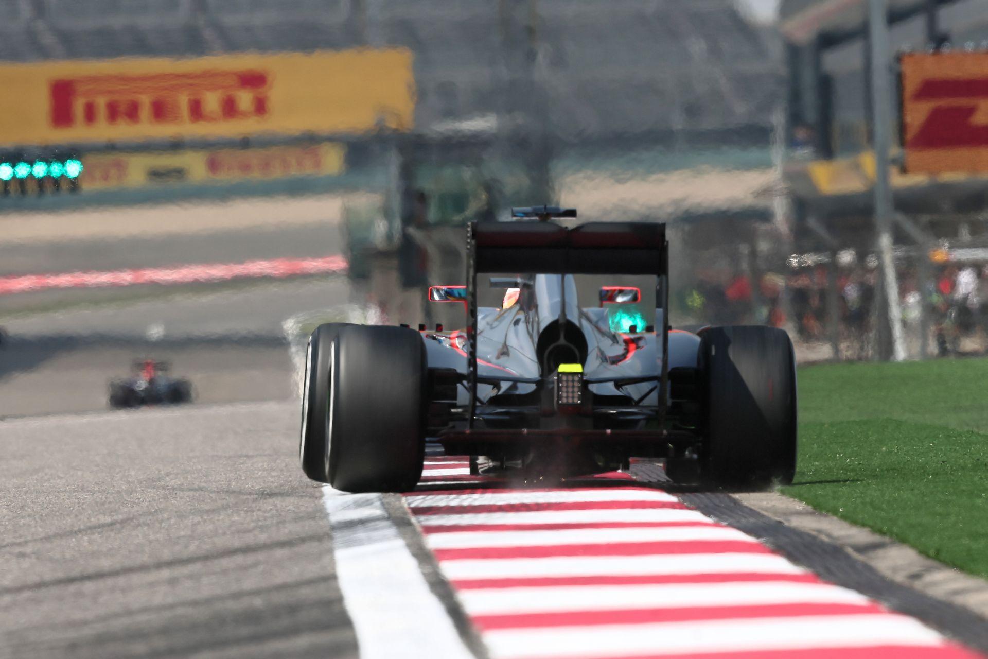 Kínai Nagydíj 2015: Kivezető kör Alonsóval és a McLaren-Hondával
