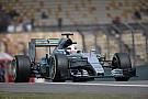 Hamilton kicsit tart a Ferrari versenytempójától, addig Rosberg bosszús, mert majdnem legyőzte a csapattársát