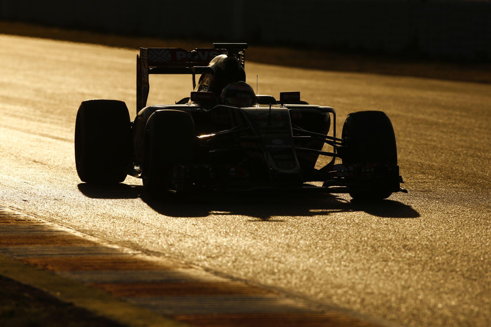 A Lotus megérkezne a Williams nyakára!