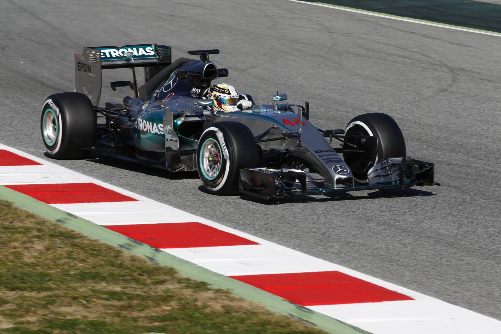 Hamilton biztosan a Mercedes versenyzője marad