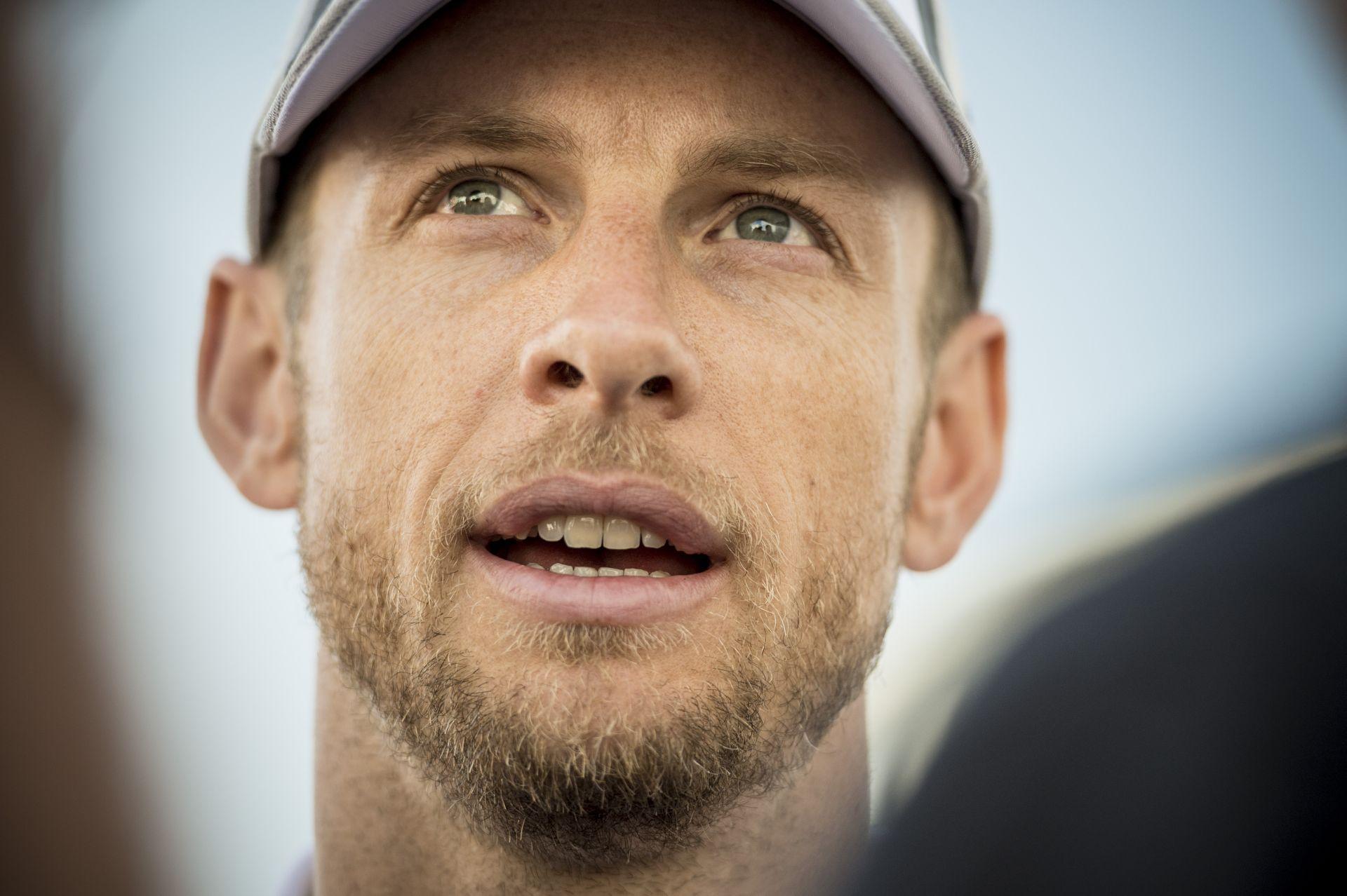 McLaren: Button in, Magnussen out