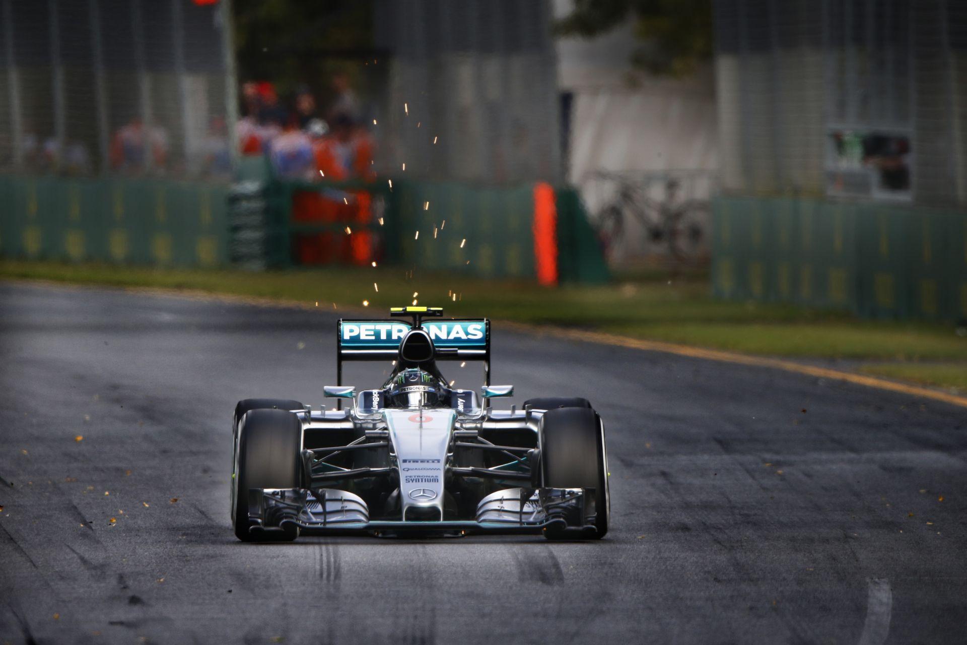 Rosberg nyerte az első edzést Malajziában a két Ferrari előtt! Hamilton motorprobléma miatt megállt, a Manor végre pályára gurul