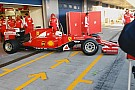 A nagy pillanat: Vettel kigurul az új Ferrarival – videó