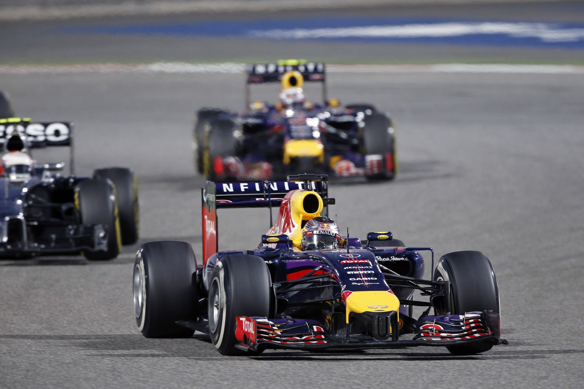 Horner: Ricciardo nagyszerű volt, de Vettel gondokkal küszködött