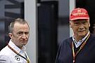A Mercedesnél nincsenek hülyék, közben Vettel az első krízisét éli át