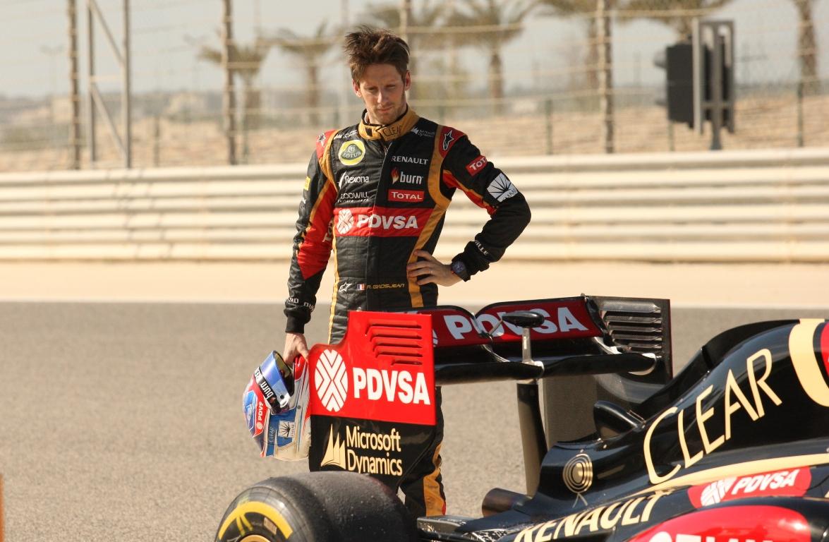 Grosjean alatt ismét megállt a technika: elfüstölt az E22 (képek)
