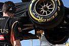 Grosjean a Ferrarival együtt hajt ki, de visszafele már a tréler hozta a Lotust (videó)