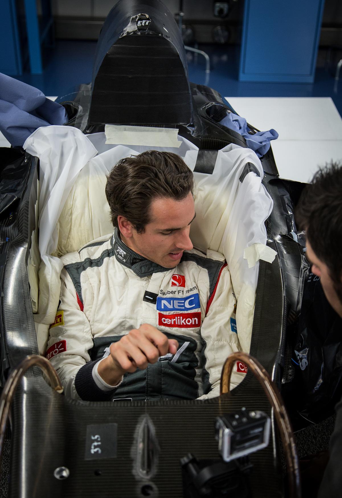 Sutil magára öltötte a Sauber F1 Team szerelését: Galéria