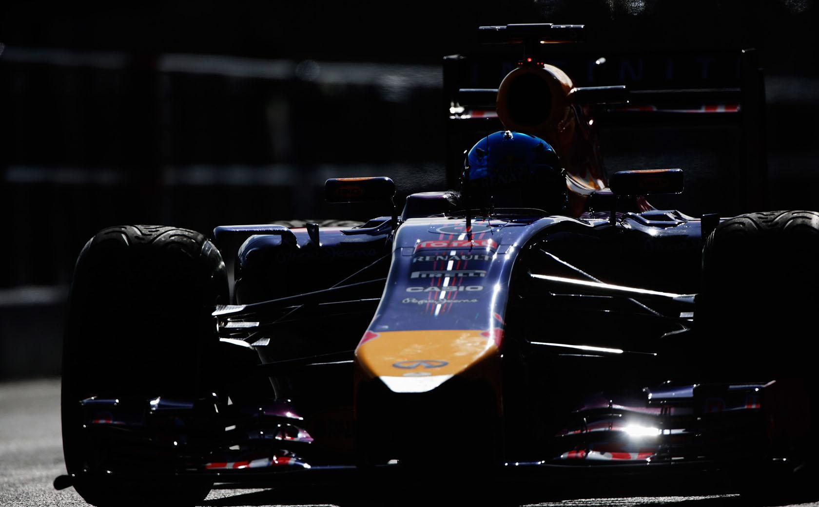Button az élen Jerezben, azonnal elfüstölt a Red Bull! (frissítve)
