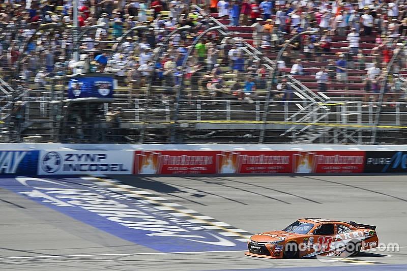 Suárez superó muchos obstáculos hasta vencer en NASCAR