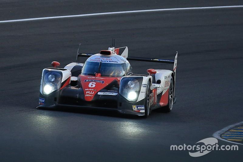 Le Mans nach 15 Stunden: Toyota vor Porsche im Morgengrauen