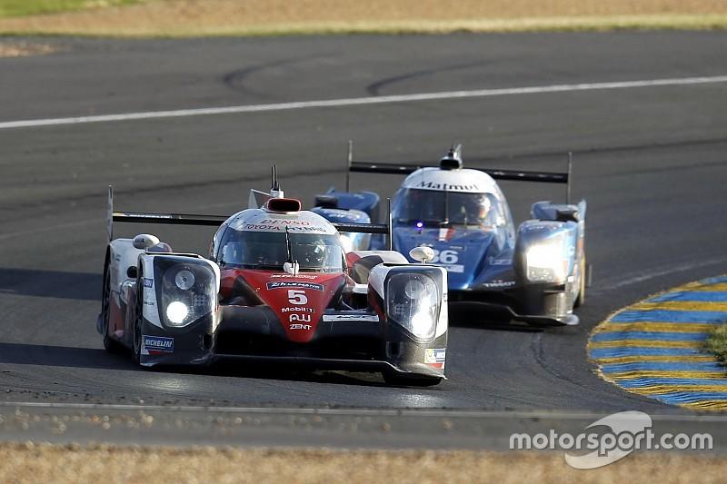 Le Mans nach 21 Stunden: #5 Toyota und #2 Porsche im Duell um den Sieg