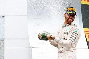 Fórmula 1 Relato da corrida Em toque na última volta, Hamilton derrota Rosberg