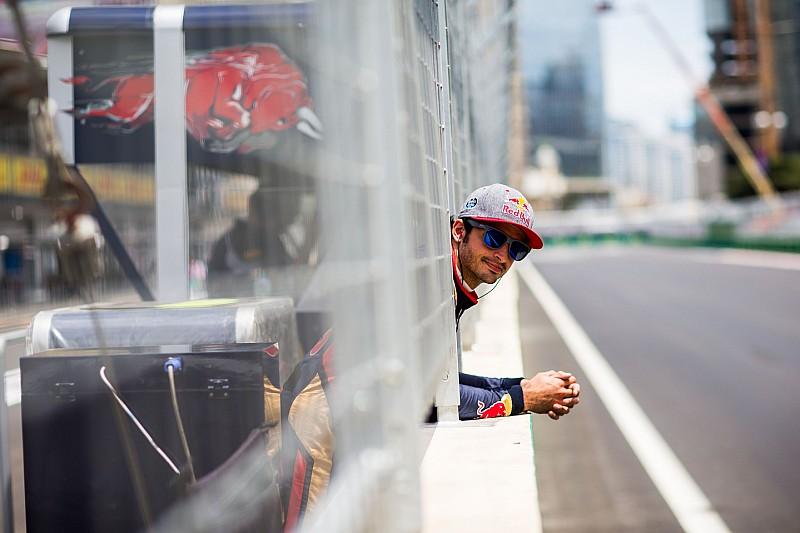 """Sainz pide """"por favor"""" a Rosberg y Hamilton que no cambien"""