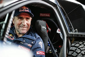 Cross-Country Rally Resumen de la etapa Peterhansel es el líder; Loeb marcha en tercero