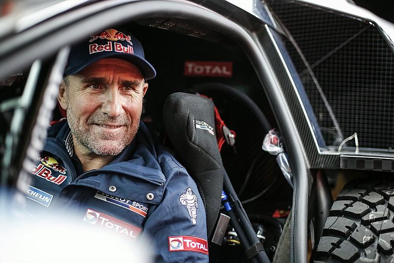 Peterhansel es el líder; Loeb marcha en tercero