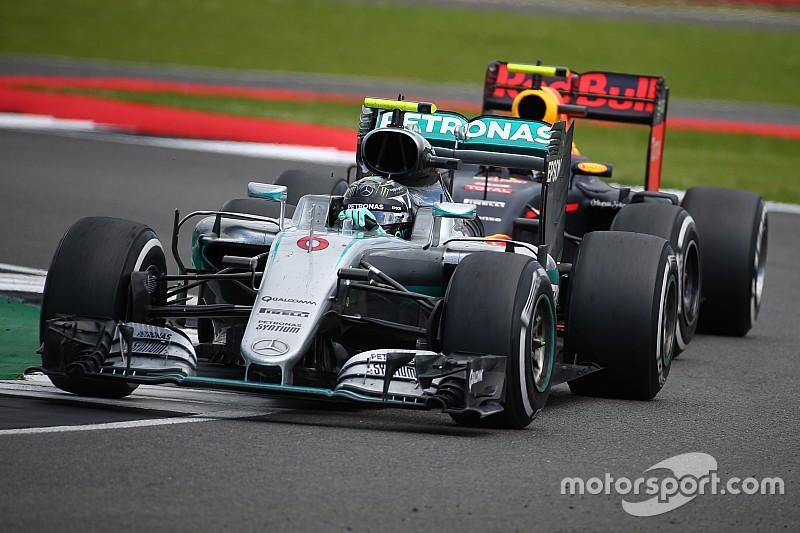 Tijdstraf voor Rosberg, Verstappen schuift op naar tweede plek