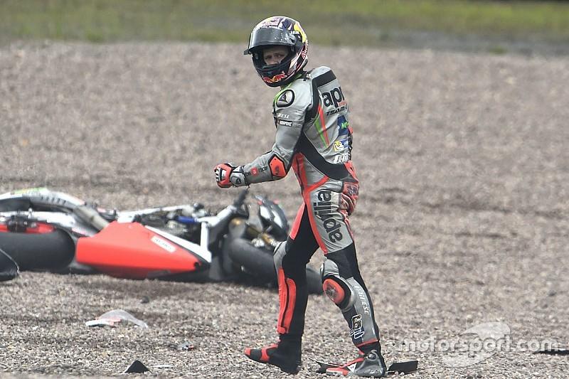 Aprilia: il meteo e la caduta di Bradl rallentano il lavoro sulle RS-GP