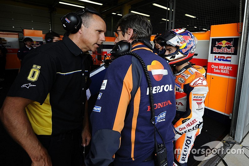Warm-up Duitse GP: Pedrosa snel in de regen, Marquez crasht
