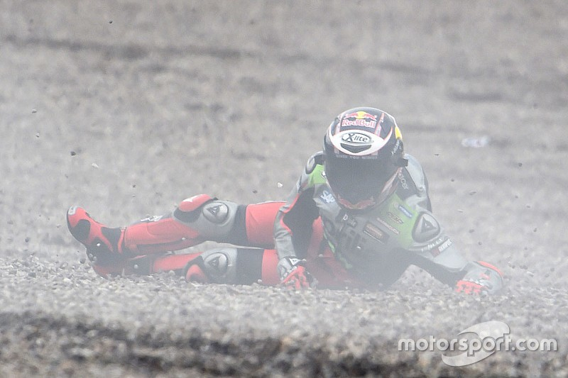 Bradl mist thuisrace na crash in warm-up