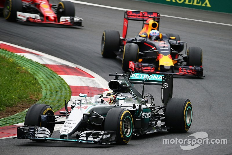"""Mercedes: """"Feilloos weekend nodig om Red Bull te kloppen"""""""