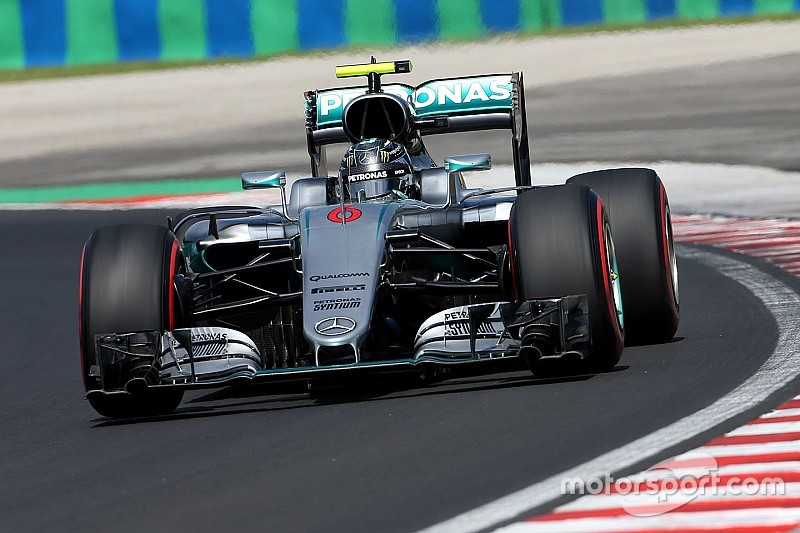 Rosberg snelste in tweede training na crash Hamilton, Verstappen vierde