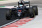 Alonso moet motor wisselen voor tweede training in Hongarije