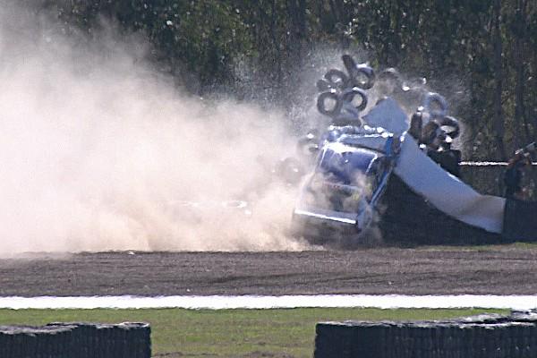 Supercars Heftiger Crash im Training der Supercars in Ipswich