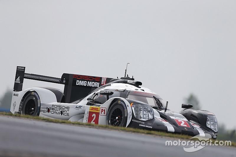 Porsche manda en la primera mitad en Nurburgring