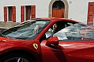Automotivo Kobe Bryant visita Ferrari em Maranello