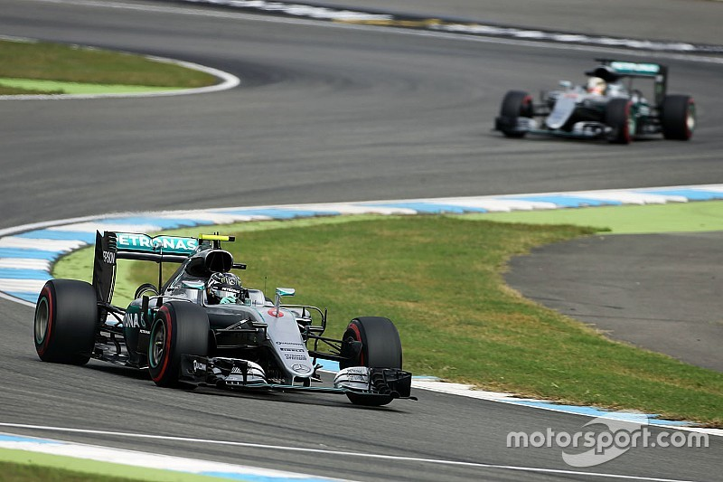 Rosberg opent als snelste in Duitsland, Verstappen vijfde
