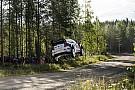 Finlandia, PS10: Ogier fuori dai giochi, Meeke conserva la vetta