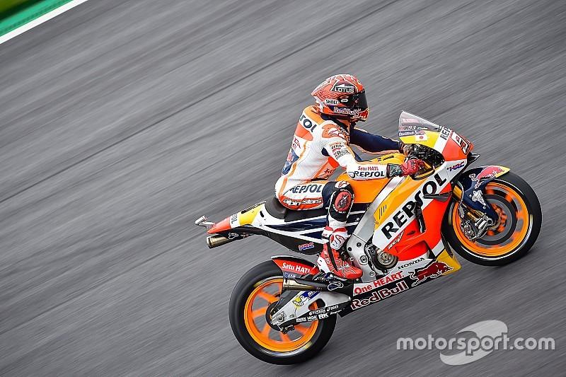 MotoGP Spielberg: Marc Marquez stürzt und renkt sich Schulter aus