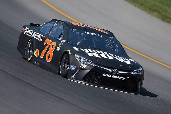NASCAR Sprint Cup Truex se impone en la primera práctica en Michigan