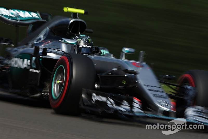 """Росберг рассказал о """"серьёзном"""" отставании Mercedes до квалификации"""