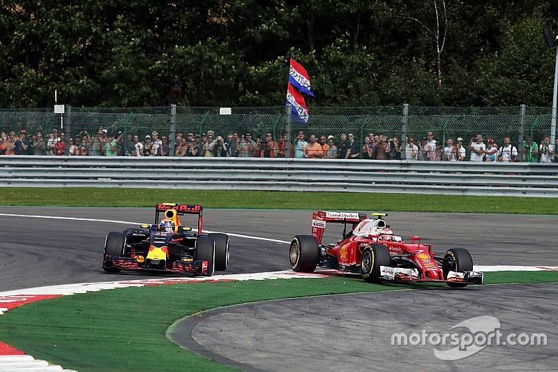 """Raikkonen: """"Algo está mal con la manera de manejar de Verstappen"""""""